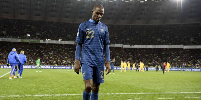 Eric Abidal prend sa retraite internationale après 67 sélections avec les Bleus.