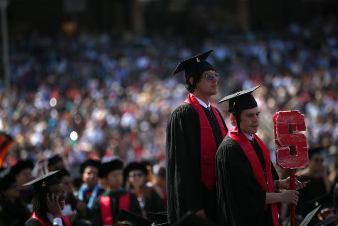 Remise des diplômes à Stanford (classée deuxième), en juin 2014.
