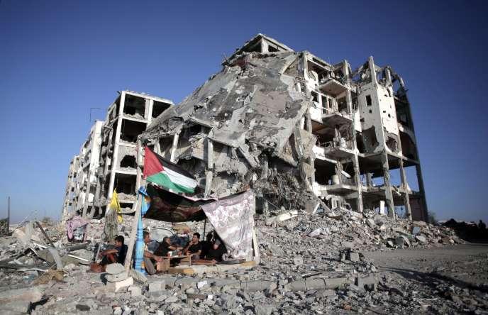 Après deux semaines de combats et d'occupation israélienne, la trêve permet aux Gazaouis d'estimer les dégâts et de compter les victimes.