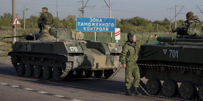 Une colonne de 23 véhicules et plusieurs hommes armés ont été aperçus traversant la frontière dans l'est du pays, à quelques centaines de kilomètres de Donetsk, selon « The Guardian ».