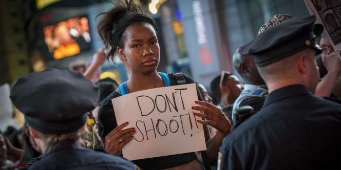 Plusieurs dizaines de rassemblements se sont déroulés dans des grandes villes américaines, sous le cri de ralliement « Don't Shoot » (« Ne tirez pas »), en référence aux derniers mots qu'aurait prononcé Michael Brown avant de se faire abattre.