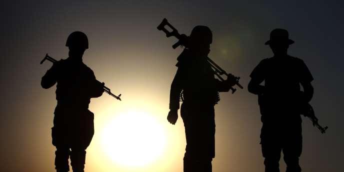 Des combattants kurdes à proximité de la capitale de la région autonome du Kurdistan, Erbil, dans le nord de l'Irak.
