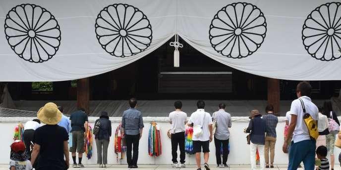 Chaque année le 15 août, jour anniversaire de la capitulation de Tokyo en 1945, des responsables japonais se rendent dans ce lieu de culte où des noms de criminels de guerre sont inscrits.