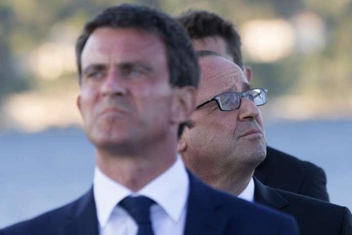François Hollande et Manuel Valls lors des commémorations du débarquement en Provence le 15 août 1944 à Toulon.