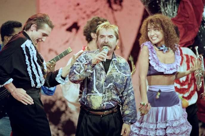 Le chanteur Pierre Vassiliu (au centre) lors de l'émission TV