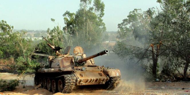 En Libye, les batailles font rage entre milices rivales, notamment près de l'aéroport de Tripoli.
