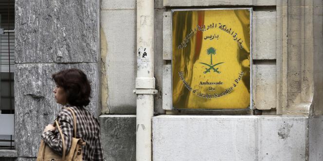 Devant l'ambassade d'Arabie saoudite à Paris.