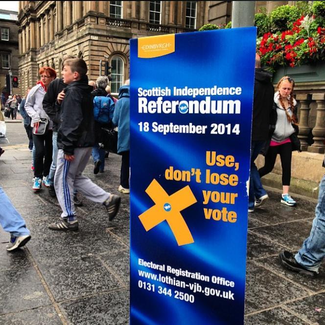 Un panneau pour le vote au référendum sur Princes Street à Edimbourg en août 2014.
