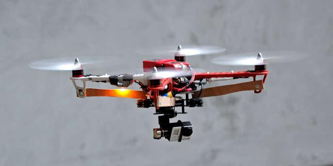 Le drone, entend-on dire, devrait-être « le » cadeau de Noël 2014. C'est à voir.