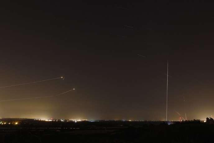 Des tirs de roquettes depuis la bande de Gaza, sur le point d'être interceptées par le
