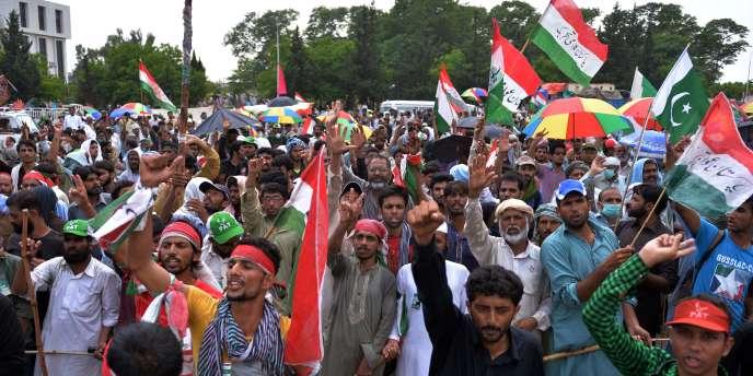 Des partisans du chef politico-religieux Tahir ul-Qadri manifestent mercredi 20 août à Islamabad.