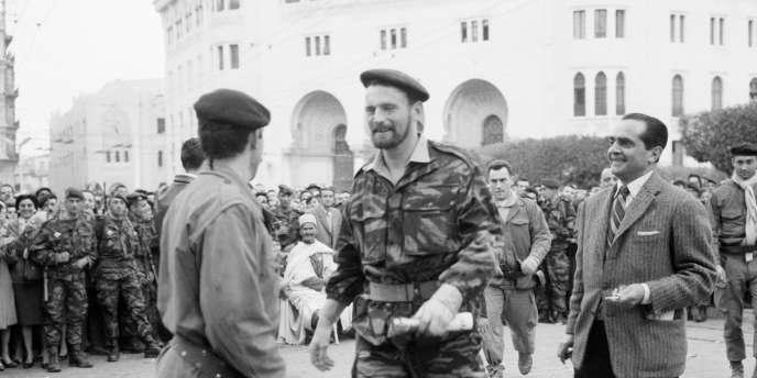 Pierre Lagaillarde à Alger en janvier 1960.