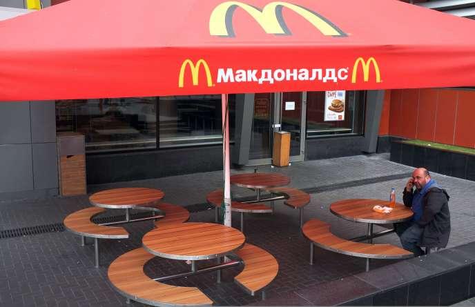 Le McDonald's de la place Pouchkine, à Moscou, a été fermé mercredi, officiellement pour des raisons sanitaires.