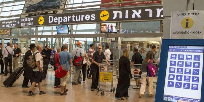 Les passagers au départ de l'aéroport Ben-Gourion de Tel-Aviv, le 21 août.