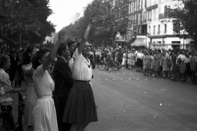 Pendant la libération de Paris, en août 1944.