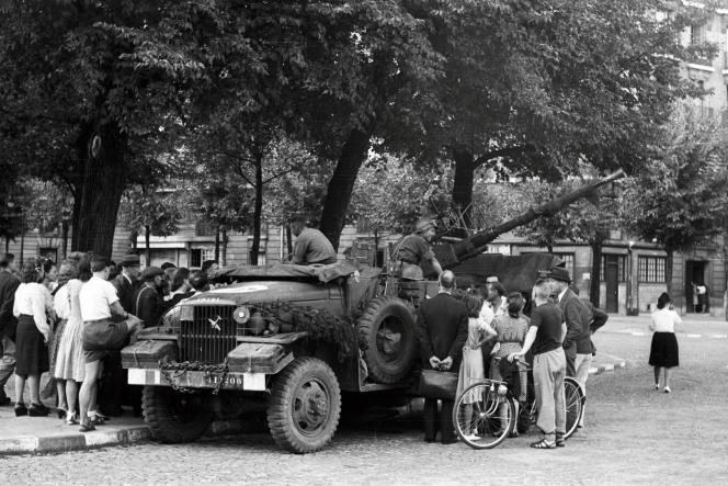 Pendant la Libération de Paris, août 1944.