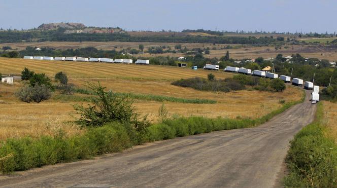 Près de 100 des 260 camions du convoi, censé transporter 1800tonnes d'aide humanitaire, avaient franchi la frontière ukrainienne en fin de matinée.
