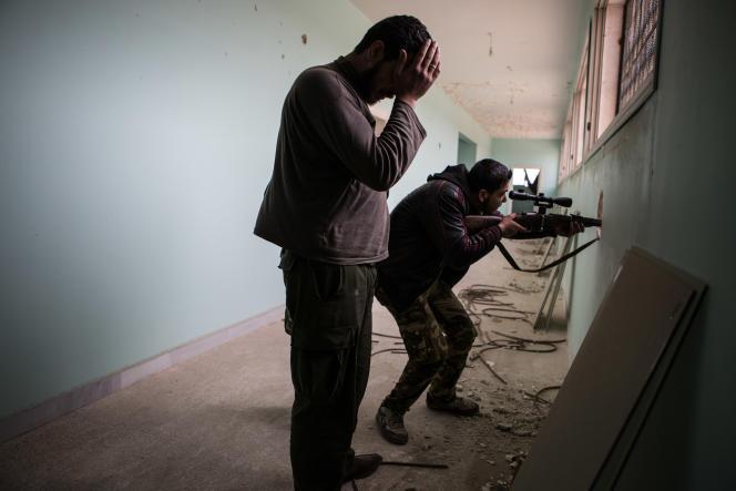Des combattants de l'Armée syrienne libre, en avril 2013, à Alep.