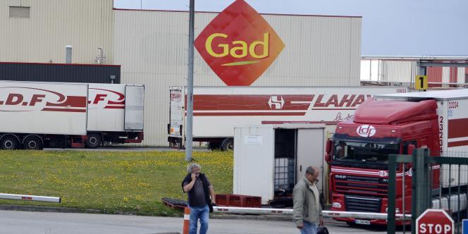elon la Commission, cette aide ira aux salariés licenciés après la fermeture des sites de Lampaul-Guimiliau, Saint-Martin et Saint-Nazaire.