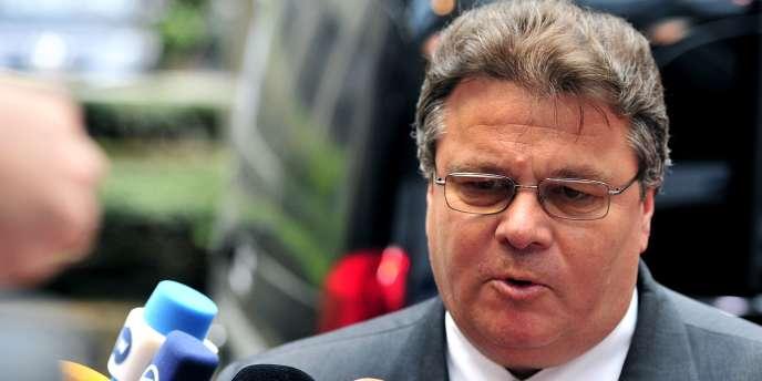 Le ministre des affaires étrangères lituanien Linas Linkevicius a annoncé le 22 août le meurtre d'un consul honoraire par des rebelles prorusses en Ukraine.