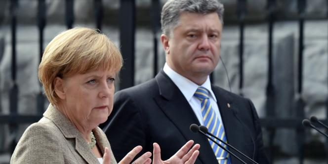 La chancelière Angela Merkel en compagnie du président ukrainien, Petro Porochenko, le 23 août, à Kiev.