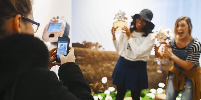 Lors du lancement du nouveau  parfum Marc Jacobs, en août,  dans une boutique éphémère à Londres.  La marque a utilisé ses clients pour  communiquer sur les réseaux sociaux. Photo: Richard Levine/Demotix/Corbis