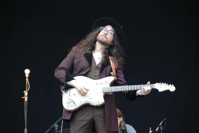 Sean Lennon avec le groupe The Ghost of A Saber Tooth Tiger, samedi 23 août 2014, sur la Grande Scène du festival Rock en Seine.