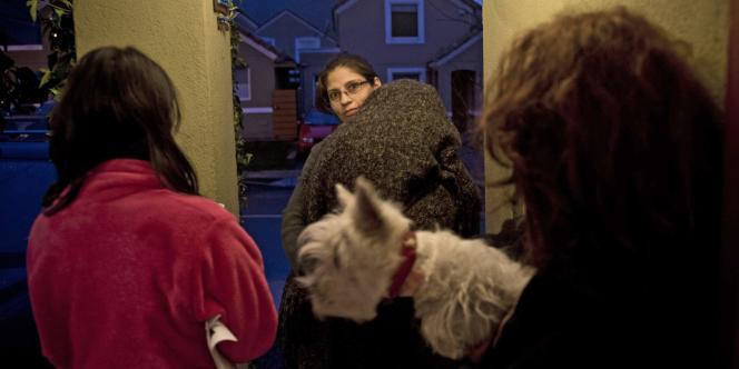 A Santiago, des habitants quittent leurs domiciles après le tremblement de terre du 23 août.