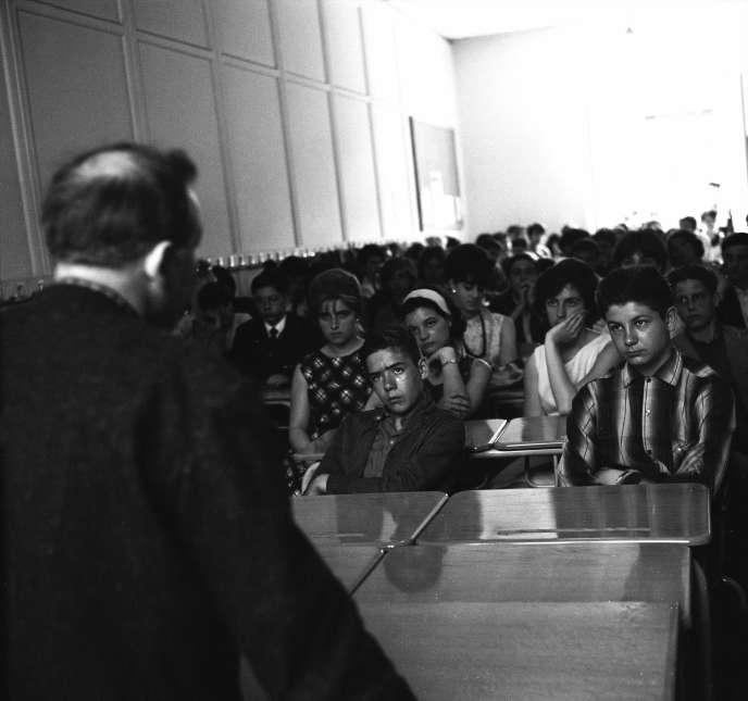 Une classe du lycée d'Aubervilliers (Seine-Saint-Denis), en 1962.