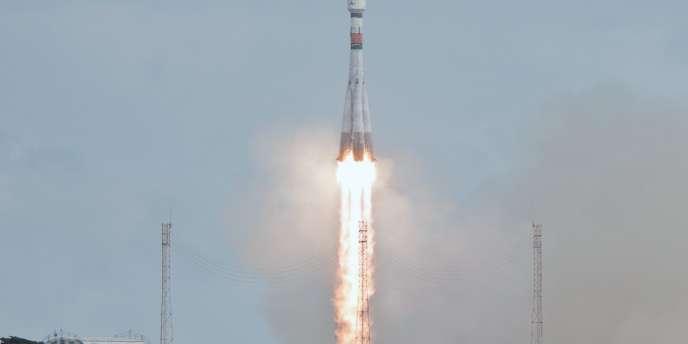 La fusée Soyouz emporte deux satellites du programme Galileo dans l'espace, depuis Kourou (Guyane), le 2 août.