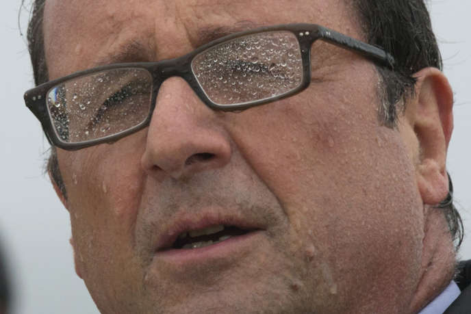 François Hollande, le 25 août 2014 à l'île de Sein.
