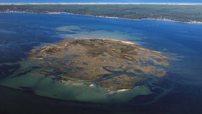 Photographie aérienne du Bassin d'Arcachon, prise à bord d'un ULM.  Diffusion le : 2014/09/05