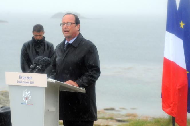 François Hollande sur l'Ile de Sein, le 25 août.