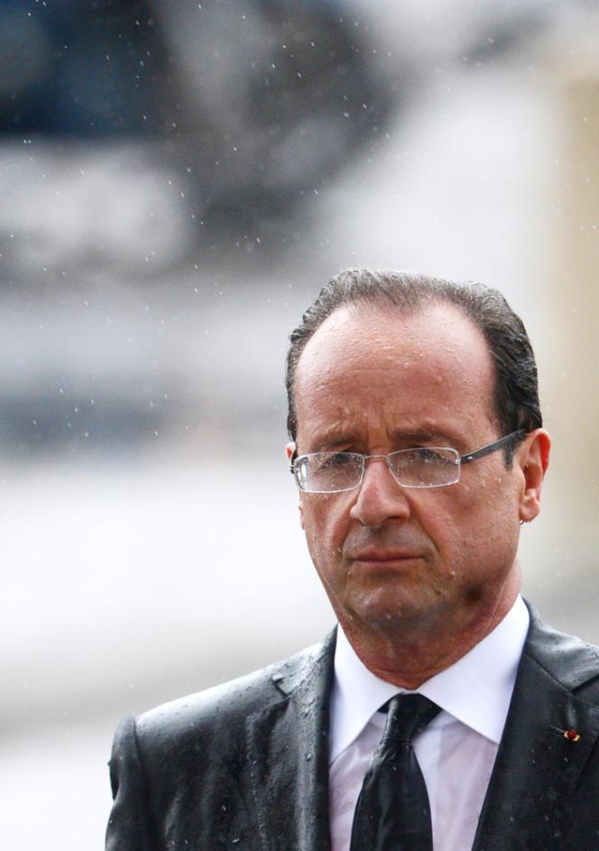 François Hollande avait rendu hommage au soldat inconnu sous le pluie le jour de son investiture, le 15 mai 2012.