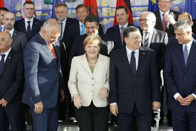 Angela Merkel entourée des premiers ministres bosnien (Vjekoslav Bevanda), albanais (Edi Rama), du président de la Commission européenne Jose Manuel Barroso et du premier ministre kosovar (Hashim Thaci), jeudi 28 août à Berlin.