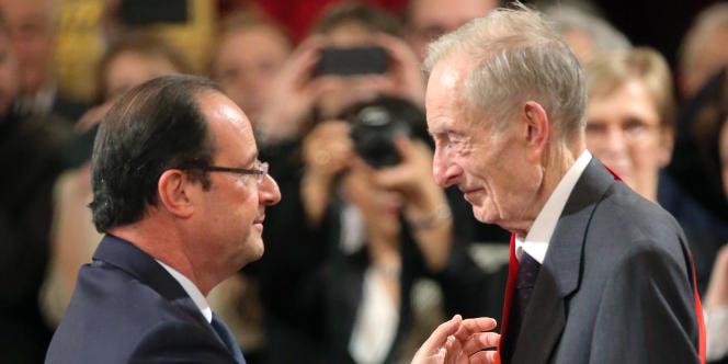 Jacques Friedel avait été élevé à la dignité de Grand-Croix de la légion d'honneur en 2013.