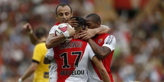 Dimitar Berbatov fête son but avec ses copains, le 30 août à Monaco.