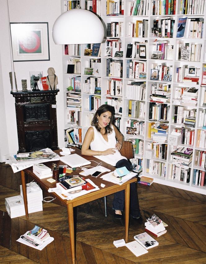 Léa Salamé,  à Paris, le 5 juillet. Photo : Quentin de Briey pour M le magazine du Monde