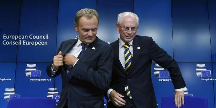 Donald Tusk (à gauche) et son prédécesseur à la tête du Conseil européen, Herman Van Rompuy, le 30 août à Bruxelles.