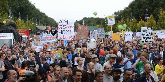 Les manifestants avant le départ du cortège, près de la porte de Brandebourg.