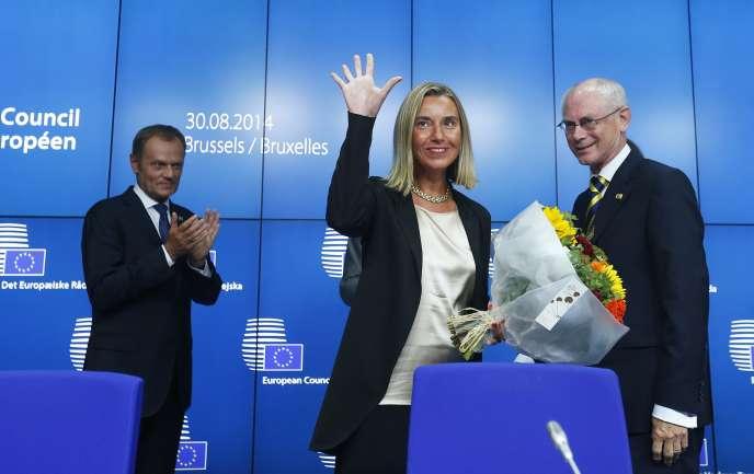Federica Mogherini, entourée de Donald Tusk et Herman Van Rompuy, le 30 août à Bruxelles.