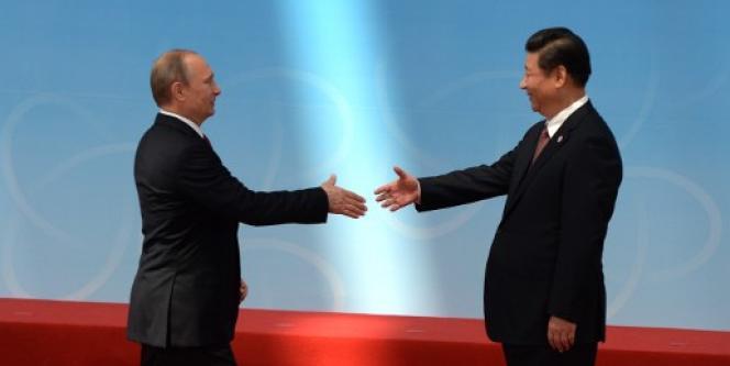 Le président russe, Vladimir Poutine, et le président chinois, Xi Jinping, à Shanghaï en mai.