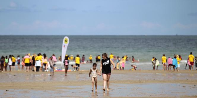 Sur la plage de Ouistreham, le 20 août.