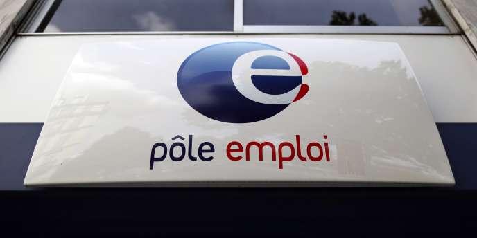 Le gouvernement Valls 2 a été accueilli par la forte hausse du chômage en juillet : il a atteint un nouveau record de 3,424millions de demandeurs d'emploi sans activité en métropole, après neuf mois d'affilée de hausse.
