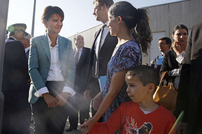La ministre de l'éducation nationale, Najat Vallaud-Belkacem lors de sa visite l'école Louise Michel à Clichy-sous-Bois, le 2 septembre.