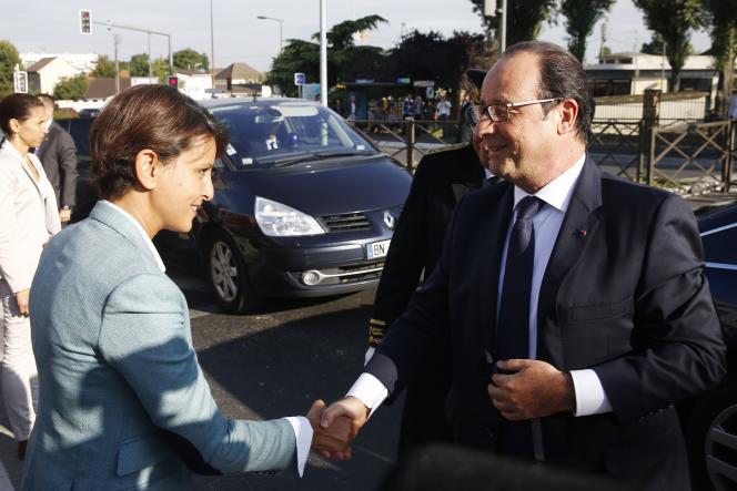 La ministre de l'éducation Najat Vallaud-Belkacem accueille François Hollande au collège Louis-Michel de Clichy-sous-Bois (Seine-Saint-Denis) le 2 septembre.