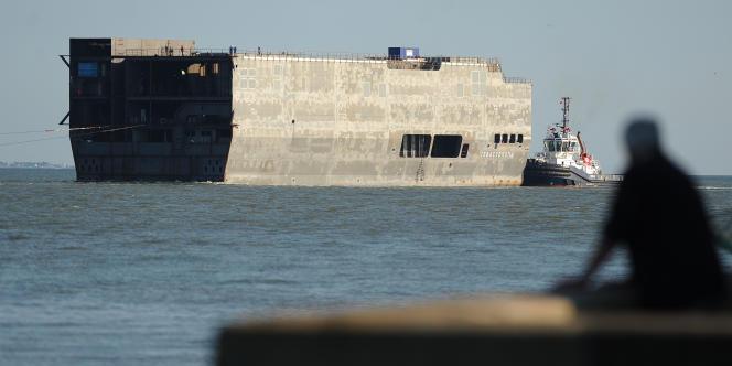 Une partie du Sébastopol, un des porte-hélicoptères Mistral destinés à la marine russe, le 15 juillet.