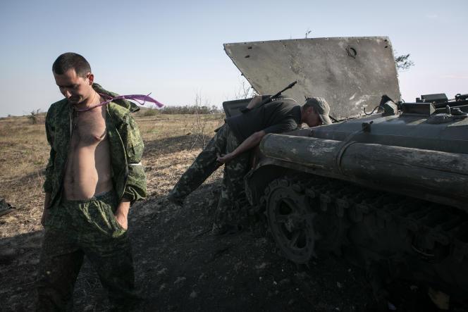 Des rebelles prorusses sur la colline de Saour Moguila, près de Donetsk.