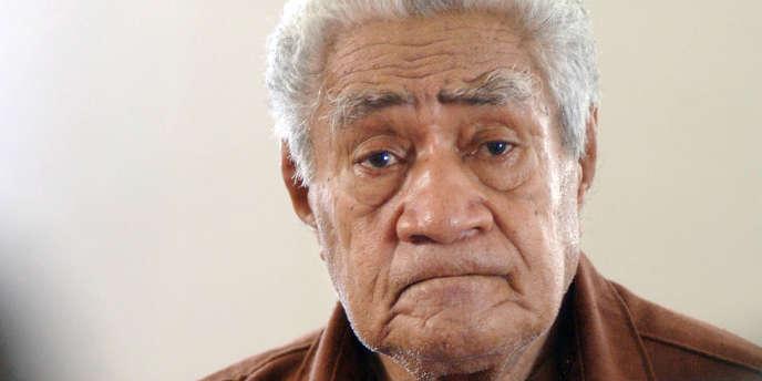 Kapeliele Faupala était de plus en plus controversé dans la population, notamment en raison de son manque d'implication dans sa tâche ou de prises de décision univoques