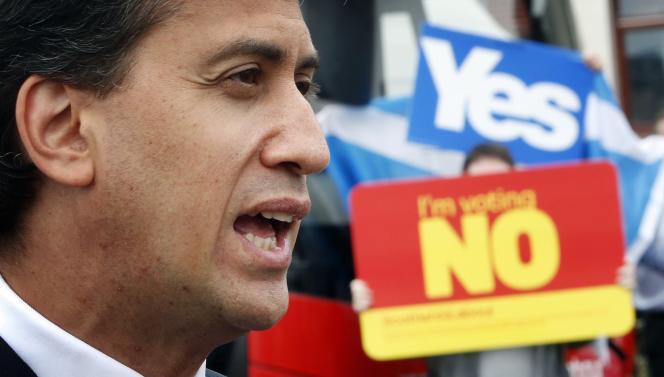 Le chef du Parti travailliste, Ed Miliband, fait campagne pour le non au référendum, à Blantyre, dans la grande banlieue de Glasgow, jeudi 4 septembre.